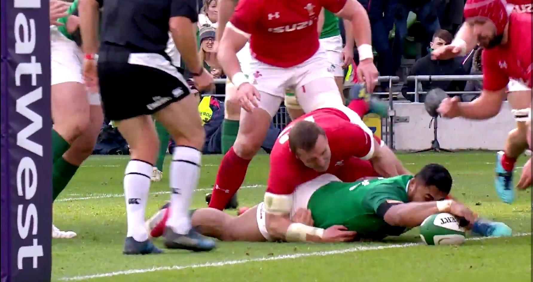 Ireland maintain perfect start in wild 37-27 win over Wales