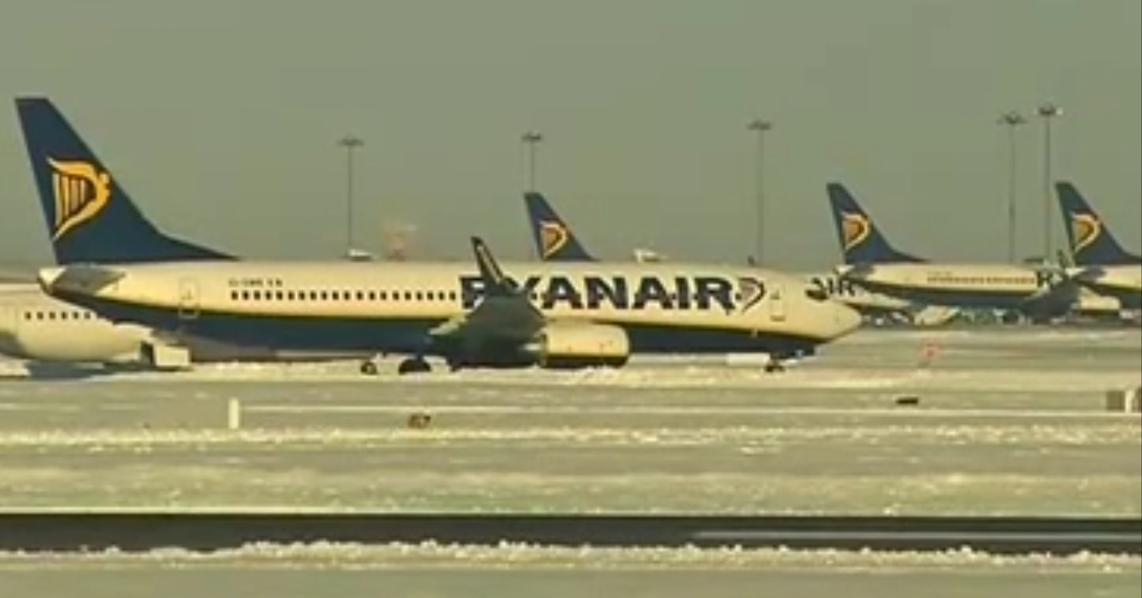 Snow causes chaos at United Kingdom airports