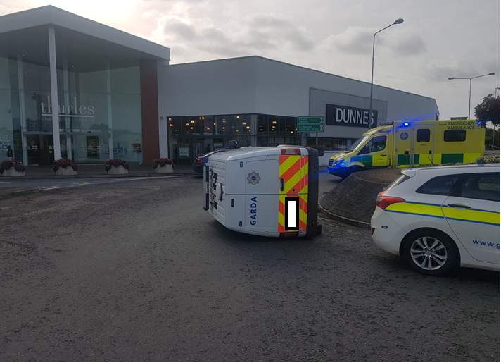 Garda car overturned at roundabout in Thurles